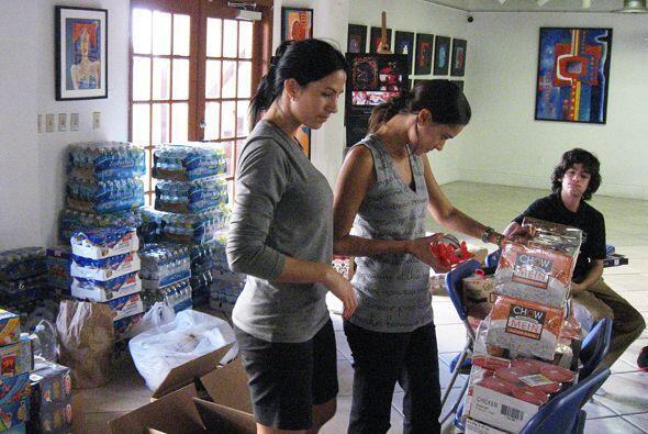 Albita se fue al Consulado de Colombia en Miami para organizar la ayuda.