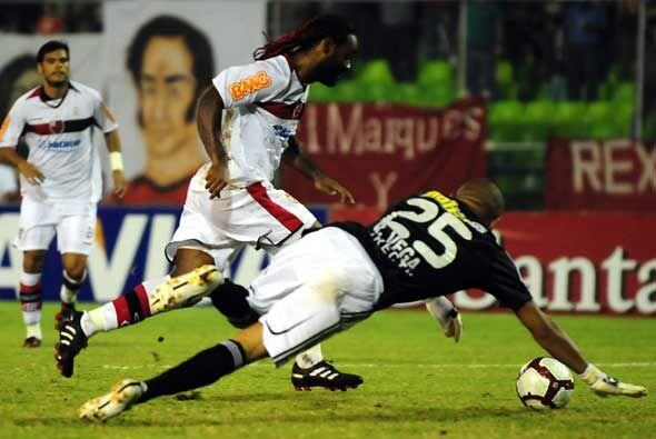 En tanto en Venezuela Flamengo, sin Adriano, derrotó al Caracas 3...