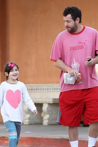 Adam Sandler y su hija Sunny, listos para desayunar. Mira aquí lo...
