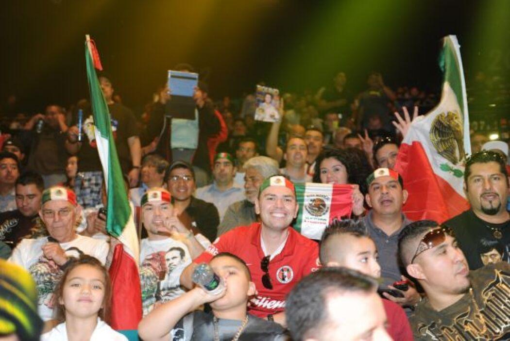 Los mexicanos no se quedaron atrás y apoyaron a Márquez.