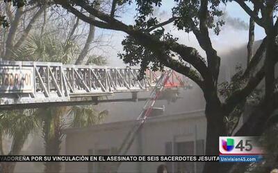 Incendio consumió las viviendas de 10 familias