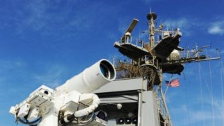 Las pruebas del Laser Weapon System se realizaron a bordo de un buque de...