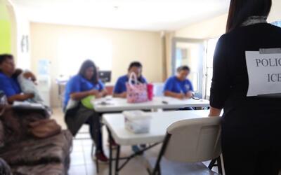 Esta mujer quiere evitar los abusos a inmigrantes indocumentados enseñán...