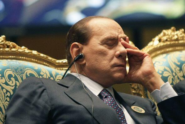 Berlusconi no sólo se quedó un instante dormido, sino que incluso no enc...