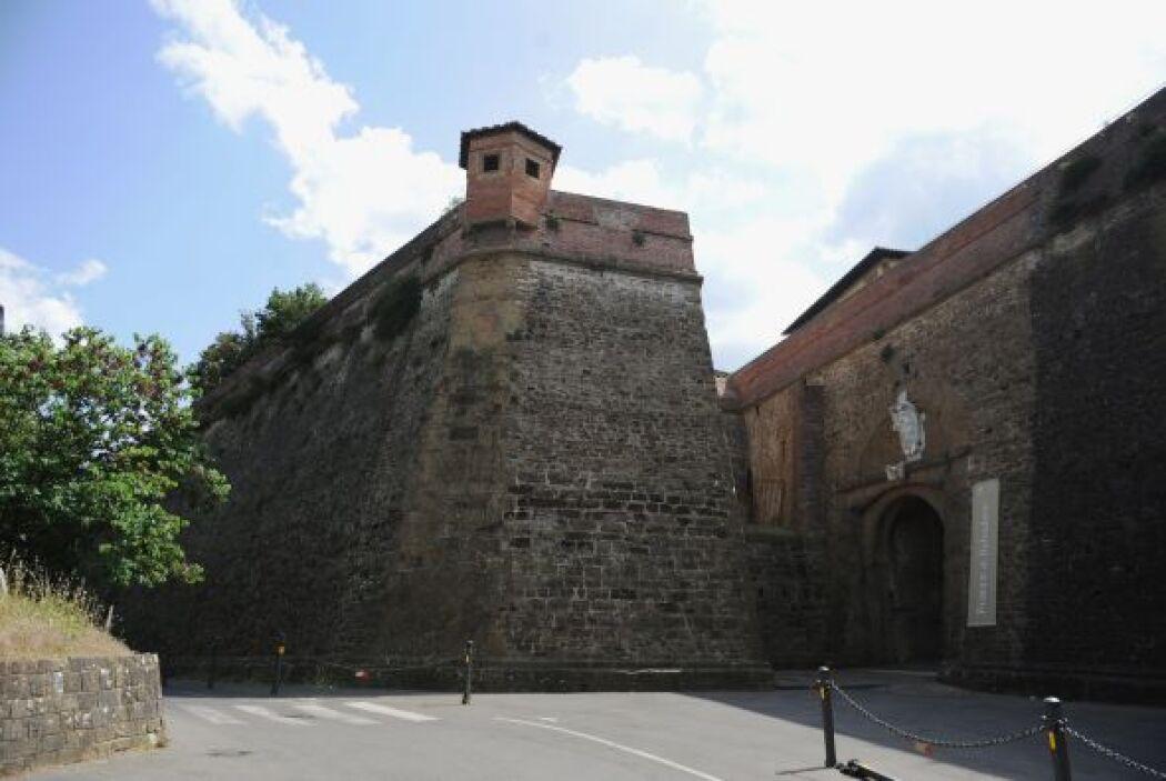 Cuenta con grandes paredes que impiden que los paparazzi tengan alguna o...