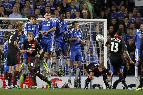 En otro de los partidos, Chelsea le ganó 2 a 0 al Bayer Leverkusen.