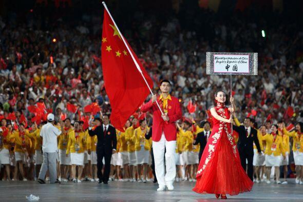 Además de defender numerosas causas sociales, Yao portó la...