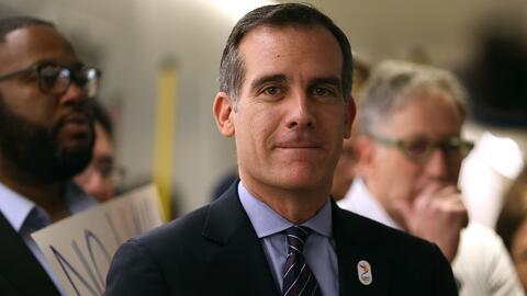 Alcalde de Los Ángeles dice por qué decide proteger a los indocumentados