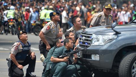 Varias explosiones en el centro de Yakarta
