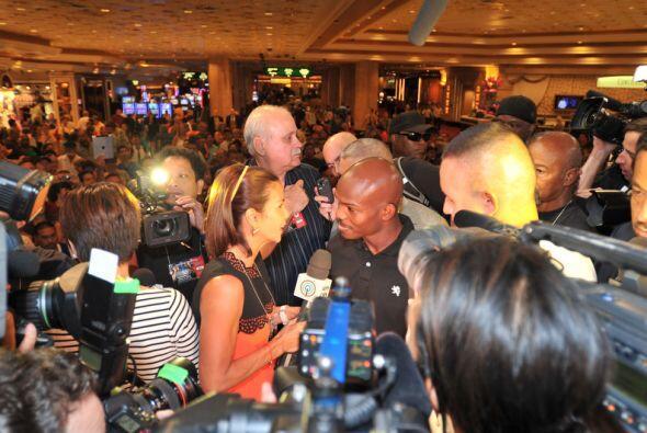 Decenas de medios de comunicación rodearon a Bradley.Mira el video de la...