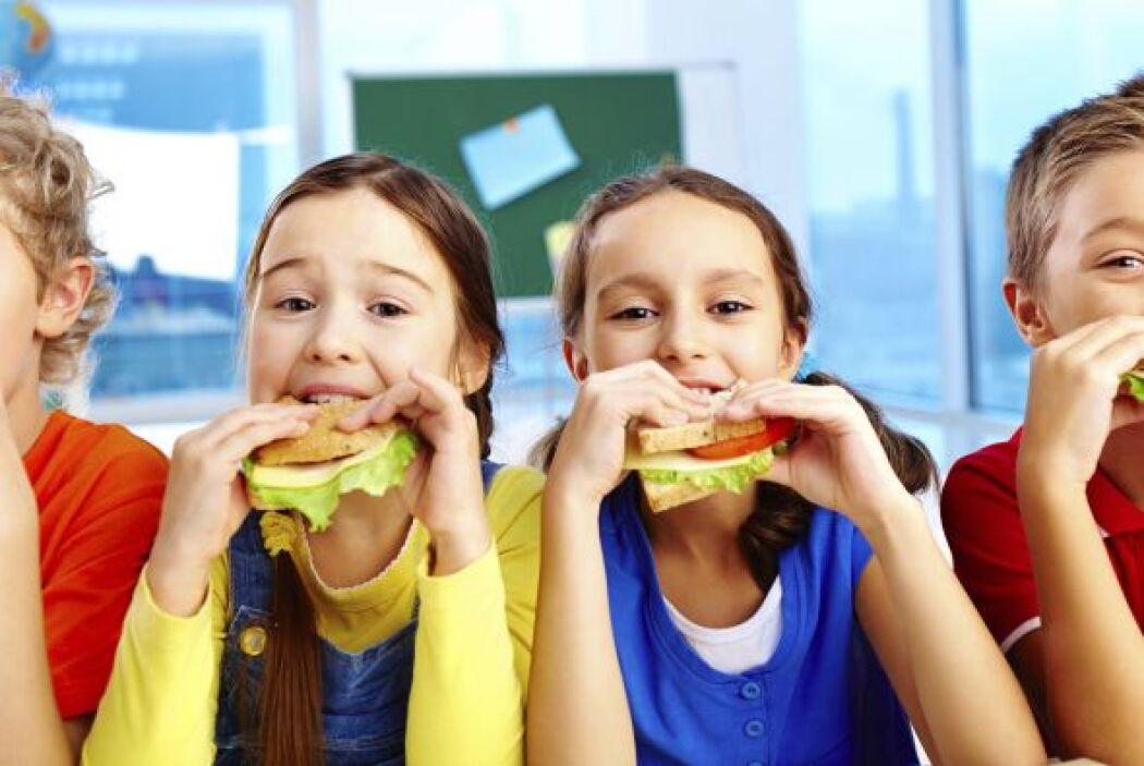 ¿Sabes si estás fomentando una buena relación entre tu hijo y la comida?...
