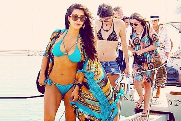 La Kardashian también se ha dejado ver en sensuales bikinis.