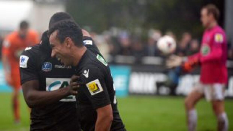 Un gol de Eduardo dos Santos significó el 2-1 final con el que el Ajacci...