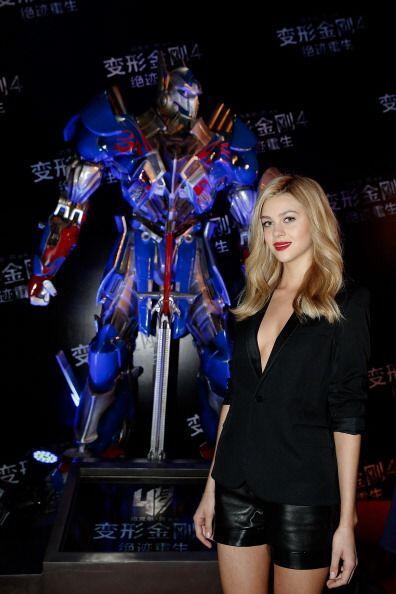 """La nueva protagonista de """"Transformers"""" rinde tributo al próximo 'film'..."""