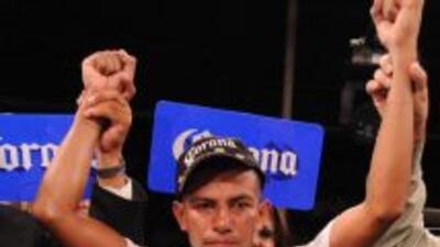 Robinson retuvo el cinturón plata pluma del CMB (Foto: Canelo Promotions)