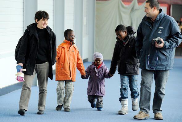 París despertó con la llegada de 113 niños haitianos que serán adoptados...