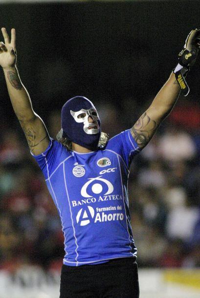 El ex portero utilizaba la máscara de Blue Demon en los goles de su equipo.