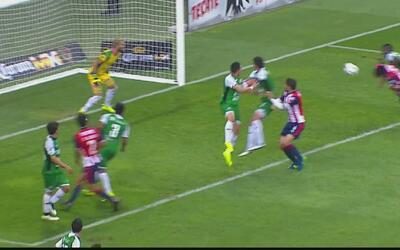Carlos Peña anota el 1-0 de chivas sobre Alebrijes