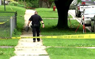 Un hombre investigado resultó herido en un tiroteo que se produjo durant...