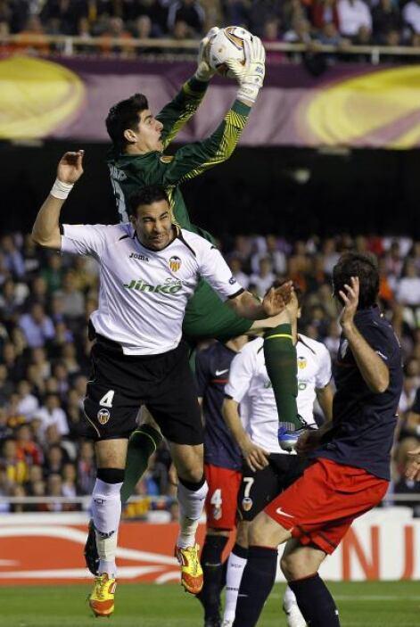 Valencia tiraba balones al área 'colchonera', pero la zaga respondía cor...