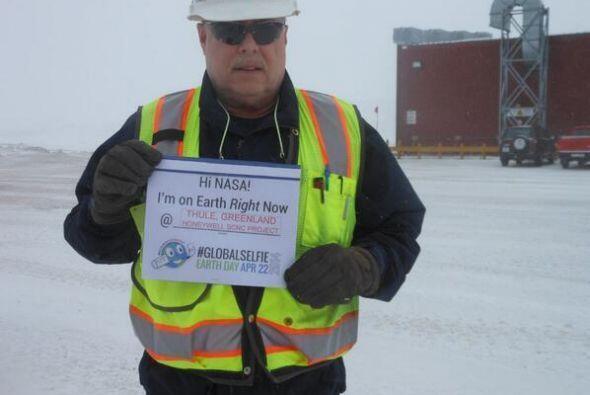 Un trabajador de Groelandia mandó saludos a la Nasa con esta foto. Fotos...