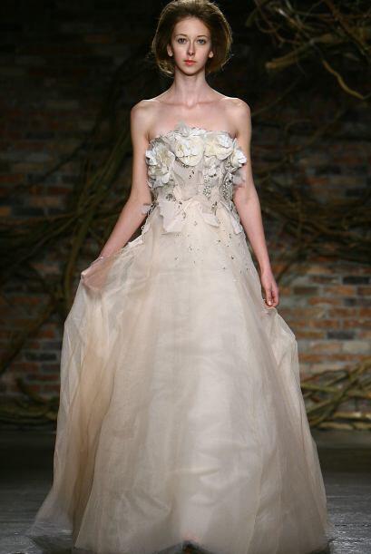 Aunque este vestido, de la diseñadora Monique Lhuillier, no es tan feo h...