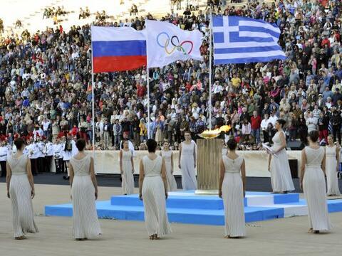 La antorcha olímpica fue entregada el sábado a los organiz...