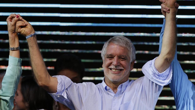 Enrique Peñalosa celebra su éxito en las elecciones locale...