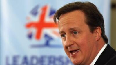David Cameron, insistió en la necesidad de profundizar en los recortes d...