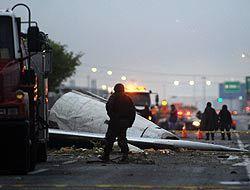 Avión de carga cayó sobre avenida en el norte de México y murieron 6 per...