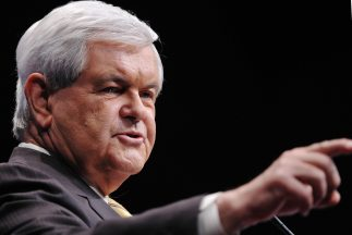 Newt Gingrich rechazó los rumores acerca de que se retiraría de la carre...