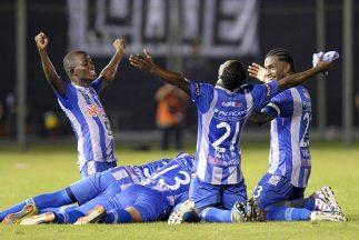 Con un ajustado triunfo por 1-0 jugando de local sobre Vélez Sarsfield,...