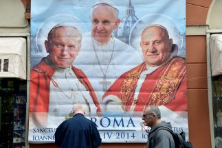 La doble canonización de dos papas el próximo domingo 27 de abril ha gen...