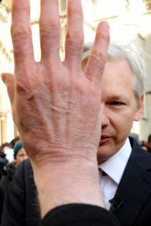 Julian Assange pidió asilio a Ecuador y Rafael Correa se lo concedió.