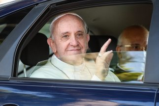 Según la mujer, el sumo pontífice le reveló que recibe miles de cartas p...