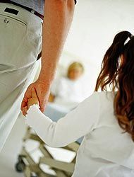 En muchos hospitales de Estados Unidos se prohibió la entrada de menores...