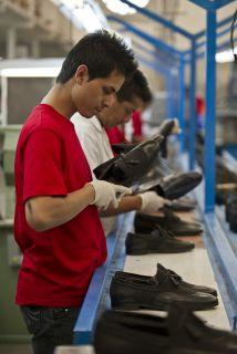 Los hombres son los que trabajan jornadas más largas en México, un 35%.