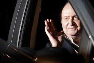 El rey de España abandonó el hospital tras completar la primera fase de...