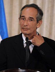 El presidente de Guatemala, Alvaro Colom extendió un mes más el estado d...