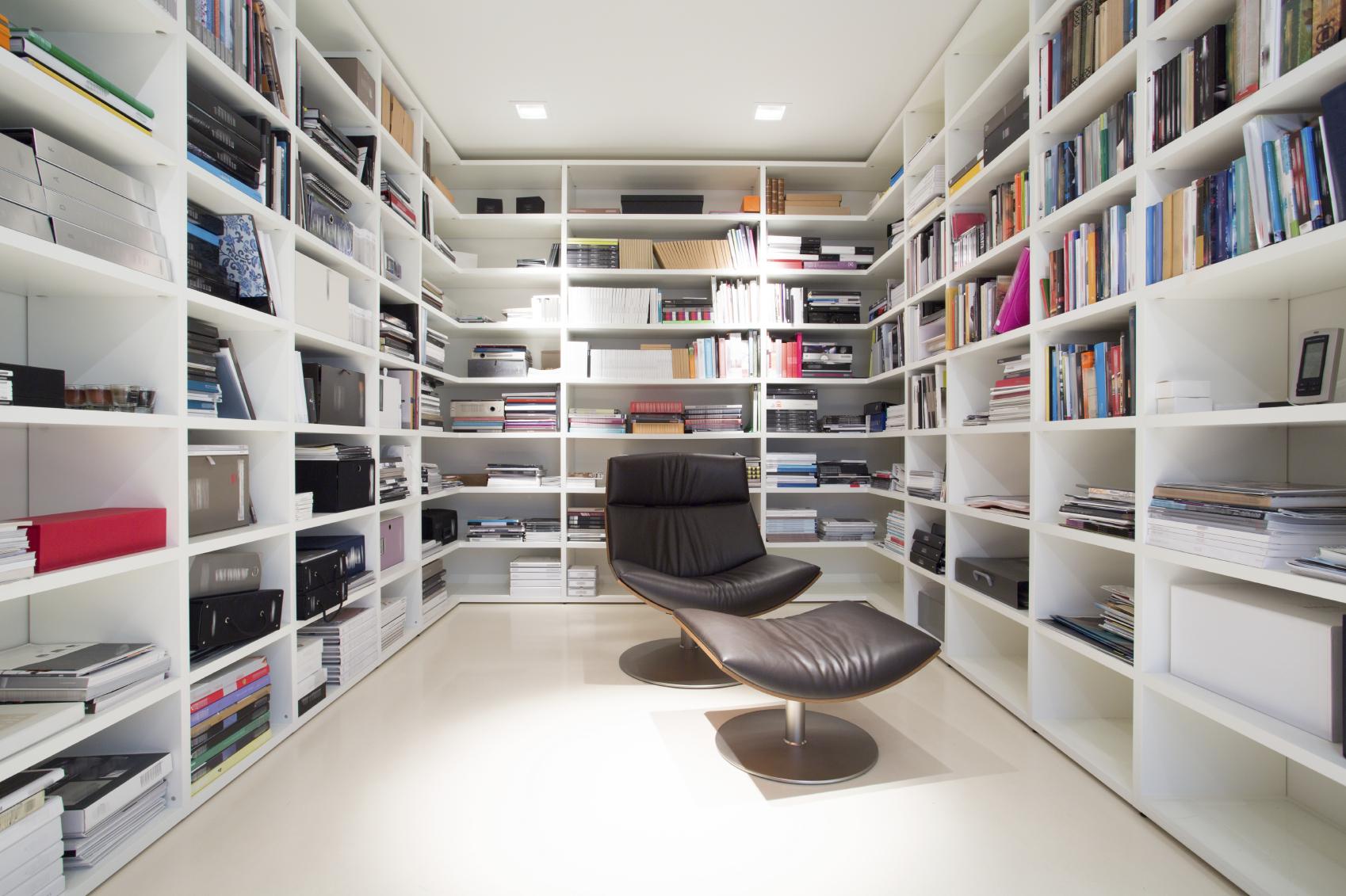 Home Interior Design Tv Shows C 243 Mo Crear Una Biblioteca Moderna En Tu Hogar Univision