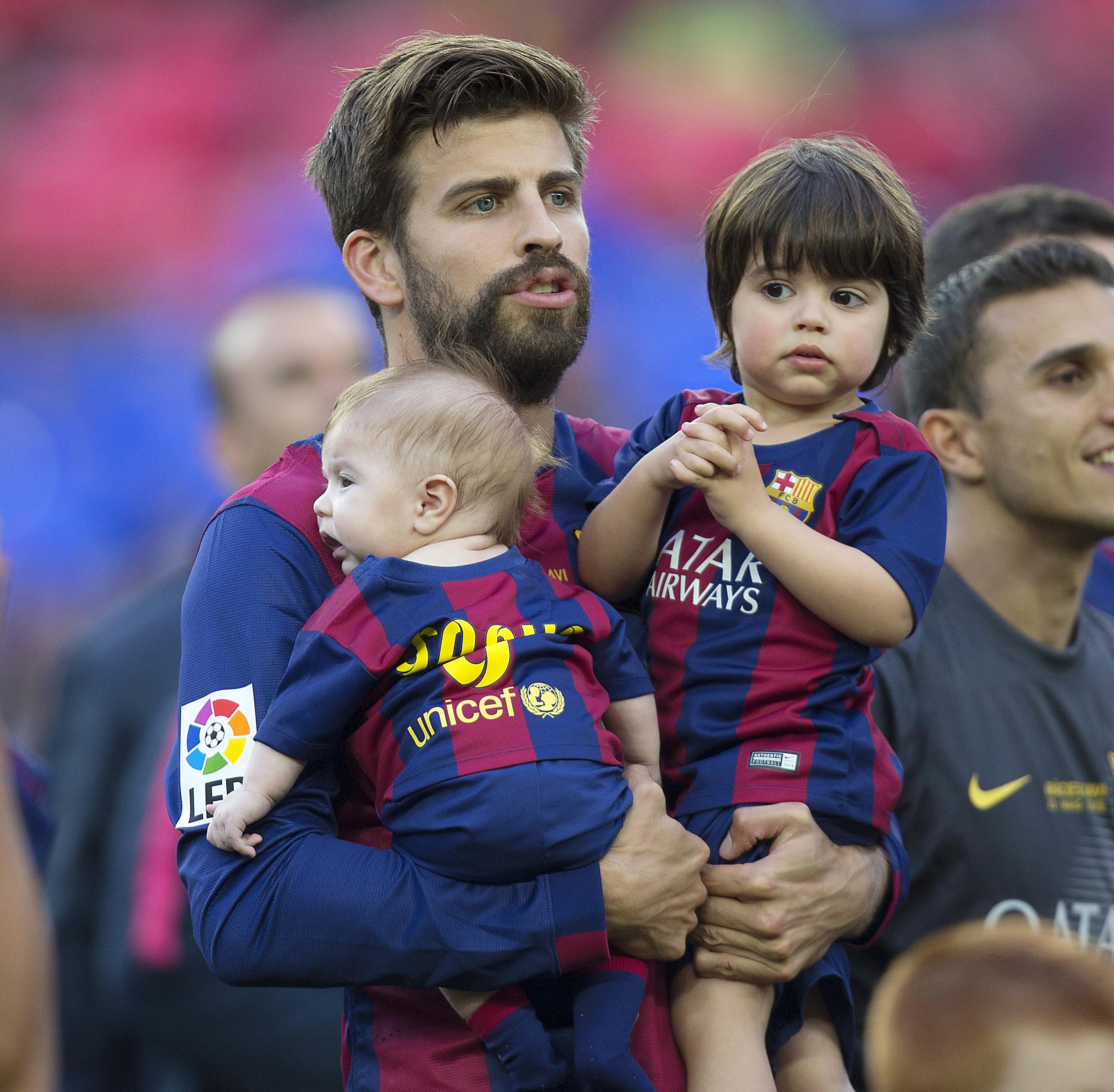 ¡Ternurita! Gerard Piqué Y Lionel Messi Llevan A Sus Hijos A La Cancha