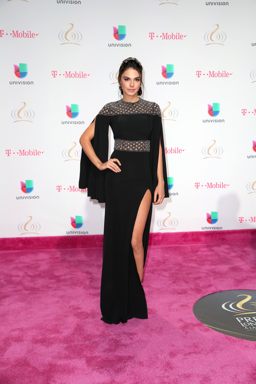 Los vestidos más llamativos de la alfombra magenta de Premio Lo ...