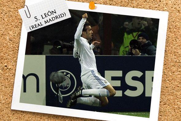 Ya en el medio campo, el español Pedro León se estrenó como goleador 'me...