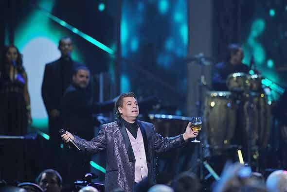 """Juan Gabriel dedicó una canción """"para todos los que están en la cárcel""""..."""