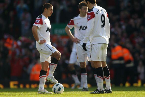 Gran duelo terminó siendo el choque entre Manchester United y Liverpool,...