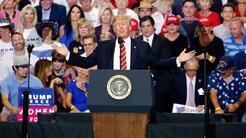 En video: Trump sugiere en Arizona que indultará al alguacil Joe Arpaio