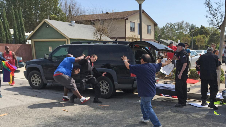 Enfrentamientos entre latinos y miembros del KKK