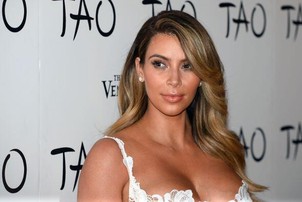 Kim Kardashian tiene curvas perfectas. Mira aquí lo último en chismes.
