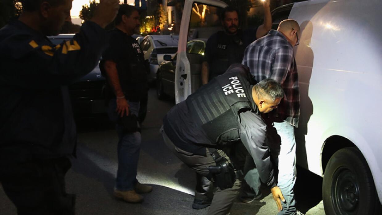 Autoridades arrestan a 121 inmigrantes en redadas durante el fin de semana