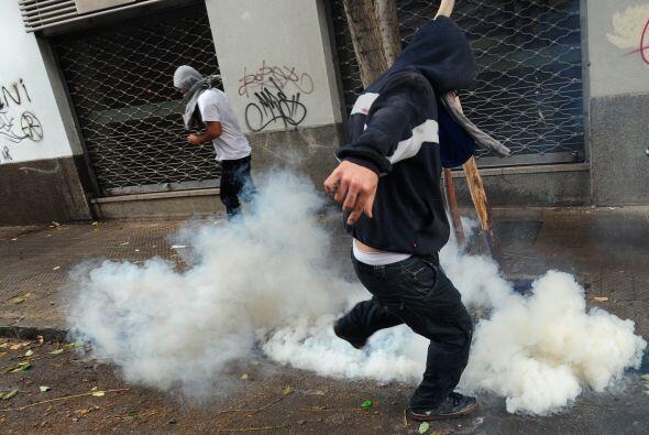 Antes de llegar al palacio estalló el choque entre estudiantes y policías.